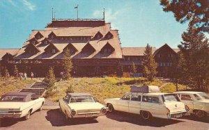 OLD FAITHFUL INN Yellowstone National Park, Wyoming ca 1960s Vintage Postcard