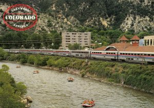 USA Postcard, Amtrak Train at Glenwood Springs, Colorado River, Colorado GH0