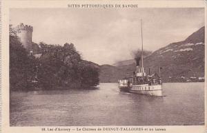 France Lac d'Annecy Le Chateau de Duingt-Talloires et un bateau