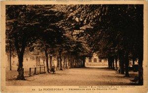 CPA La Roche-Posay- Promenade sur la Grande Place (111672)