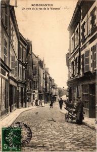 CPA ROMORANTIN - Un coin de la rue de la Varenne (208915)