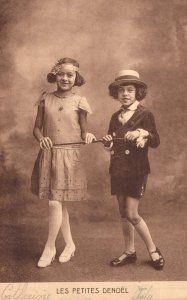 Les Petites Denoel French 1900s Child Musical Act Advertising Postcard
