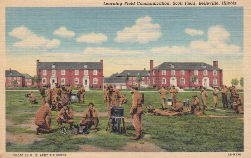 BELLEVILLE , Illinois , 1930-40s ; Soldiers learning Field Communication