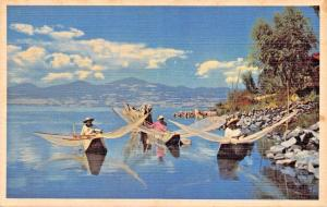 LAKE PATZCUARO MEXICO~NATIVE FISHERMAN~CANOES-NETS~PAN AMERICAN AIRWAYS POSTCARD