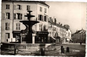 CPA REMIREMONT Fontaine de la Place de la Courtine et Rue de la Xavée (185020)