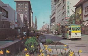 FRESNO , California, 1940-1960s ; Mall