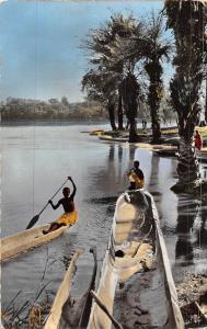 Afrique en Couleurs Congo Belge Scene de vie au bord du Fleuve