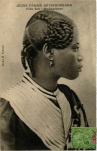 CPA Jeune femme Betsimisaraka MADAGASCAR (709484)