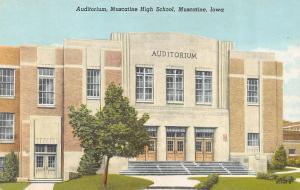 MUSCATINE, IA Iowa  MUSCATINE HIGH SCHOOL AUDITORIUM  c1950's Curtiech Postcard