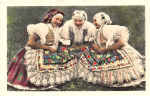 Czech R. Czech R. Popolaj kostumoj de la regiono moravia-slovakia, traditional c