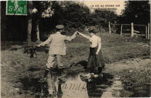 CPA La Vie Au Grand Air - Le Passage Difficile - Folklore - Types (482188)