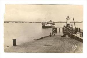 RP  ROYAN, France, PU-1952, Le Bac venant de Pointe de Grave entre au Port : ...