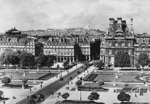 France Paris La butte Montmartre vue du Palais du Louvre Palace Voitures Cars