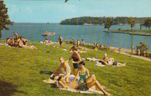 Kentucky/Tennessee Sun Bathers At Kentucky Lake State Park