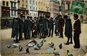 CPA LYON Les pigeons de la place des Terreaux (461614)