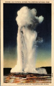 OLD FAITHFUL GEYSER YELLOWSTONE NATIONAL PARK WYOMING POSTCARD (1940s) red stamp