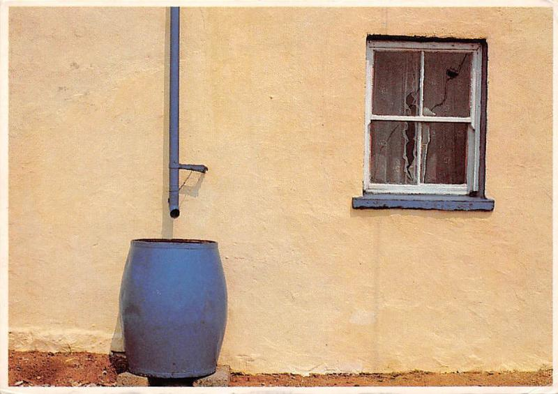 Ireland (people & places) Rain barrel, Photo T. Kelly