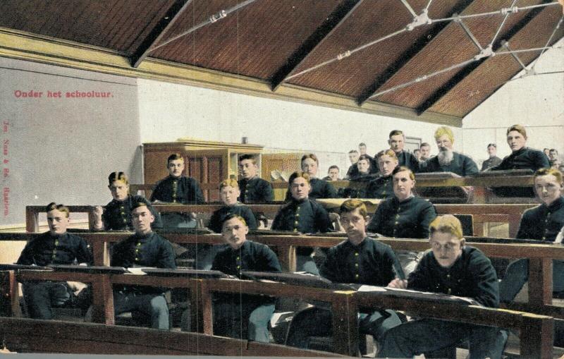 Military Onder het schooluur 01.83
