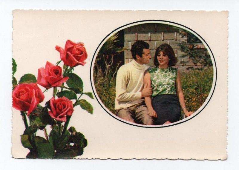 Postcard Italy 1960 years flowers roses romantic couple pin up girl Italia
