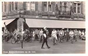Holland Dam Amsterdammers op de fiets  Dam Amsterdammers op de fiets