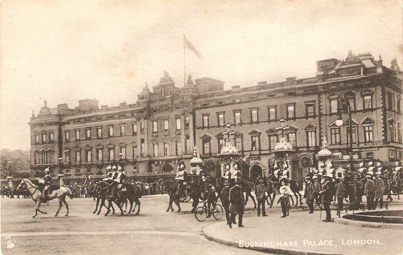 Buckingham Palace, London. Horses·Tuck Collo-Photo Ser. PC # 1563