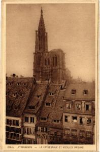 CPA Strasbourg - La Cathedrale et Vieille Maisons (474494)