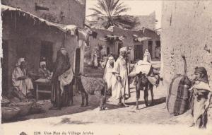Une Rue de Village Arabe , Algeria , 00-10s