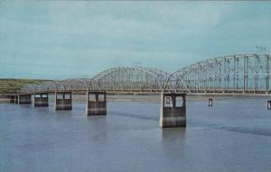 CHAMBERLAIN, South Dakote; Missouri River Bridge, 40-60s