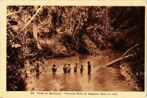 CPA AK INDOCHINA Foret de Bambous Femmes Mois se baignant VIETNAM (956792)