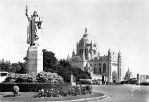 France Lisieux Calvados, Sainte Therese et la Basilique Statue Basilica