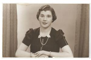 Attractive Young Women in Pearl Necklace, 1940 RP PPC Unposted