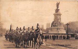 BR60528 queen victoria  memorial military london   uk