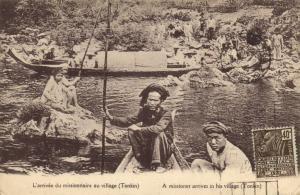 CPA Vietnam Indochine TONKIN - L'arrivée du missionaire au village (61550)