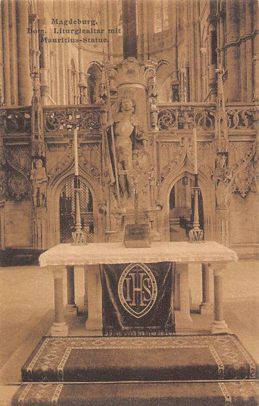 Magdeburg Dom Liturgiealtar mit Mauritius Statue Cathedral