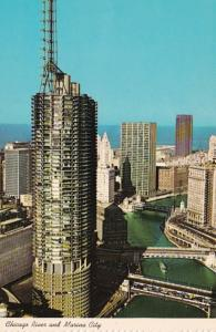 Illinois Chicago River and Marina City