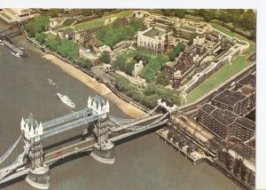 Postal 041682 : Tower of London. Air view