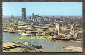 2488 - TORONTO 1960s Skyline. Ships in Harbour