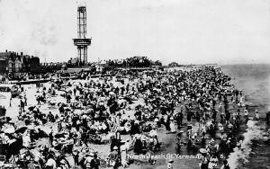 Gt. Yarmouth, Animated North Beach, Real Photo 1922
