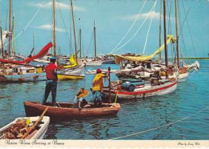 Native wares arriving in NASSAU , Bahamas , 50-70s