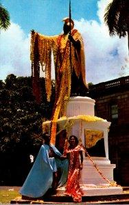 Hawaii Honolulu Kamehameha Statue Bedecked With Leis On June 11 Kamehameha Da...