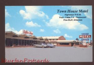PINE BLUFF ARKANSAS MOTEL 1966 MUSTANG OLD CARS ADVERTISING POSTCARD