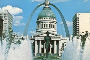 MO - St. Louis, Gateway Arch, Fountains & Old Courthouse