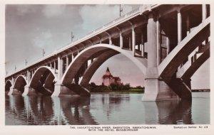 RP: Bridge , SASKATOON , Saskatchewan , Canada , 20-40s