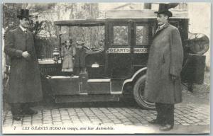 GIANTS HUGO BROTHERS & MIDGETS AT AUTOMOBILE ANTIQUE POSTCARD LES GEANTS HUGO