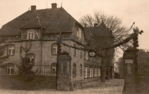 Vintage Postcard 1910's Old Historic House Architectural Building RPPC