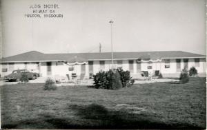 MO - Fulton. Olds Motel   *RPPC
