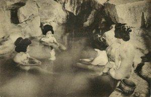 japan, SHIRAHAMA, Nude Geisha Women taking Sakimoyu Rock-Bath (1910s) Postcard