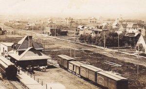 RP: BOISSEVAIN , Manitoba , Canada , PU-1907; Train Depot & Yards