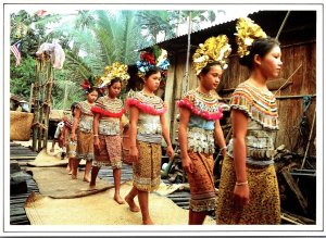 Malaysia Sarawak Iban Girls In Full Ceremonial Dress For Gawai Kenyalang Cele...
