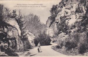 LUXEMBOURG, PU-1929; La Route Echternach-Berdorf Traverse Les Rochers